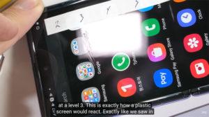 Galaxy Z Flip ガラスディスプレイ 傷